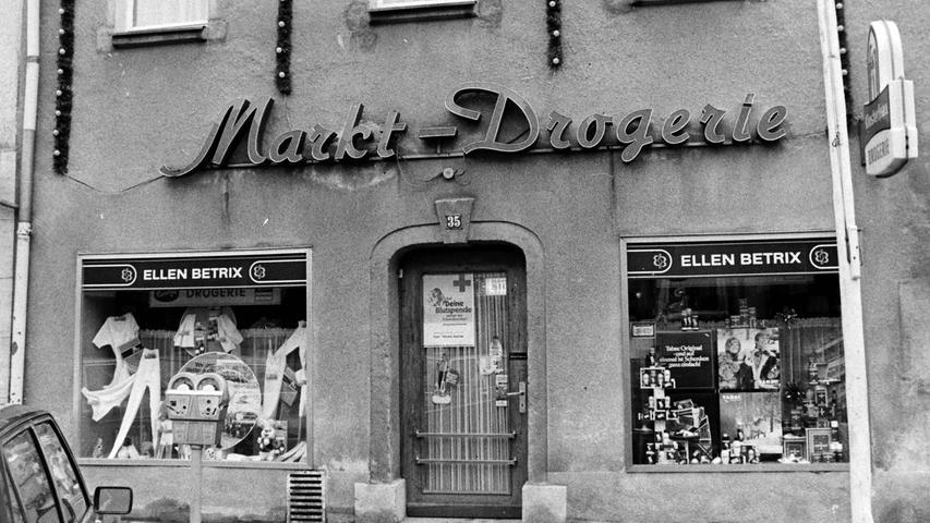 In der einstigen Markt-Drogerie neben dem neuen Rathaus ist heute eine Pizzeria beheimatet.