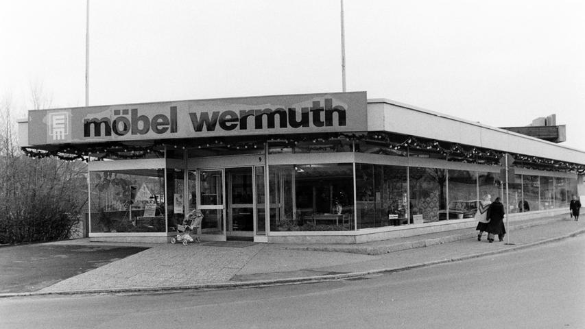 Im einstigen Möbelgeschäft Wermuth in der Schloßstraße betreibt einer der größten Wollhändler Europas heute ein Lager.