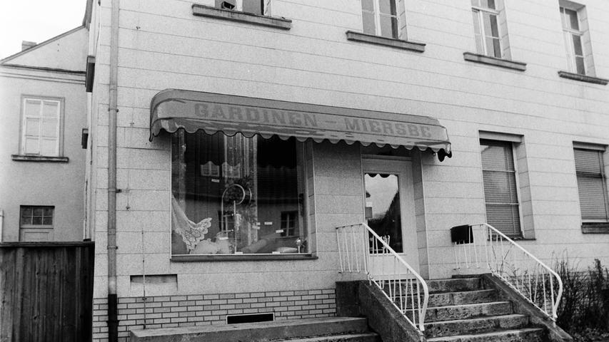 Ebenfalls längst verschwunden: Das Gardinengeschäft Miersbe im Bahnhofsteig.