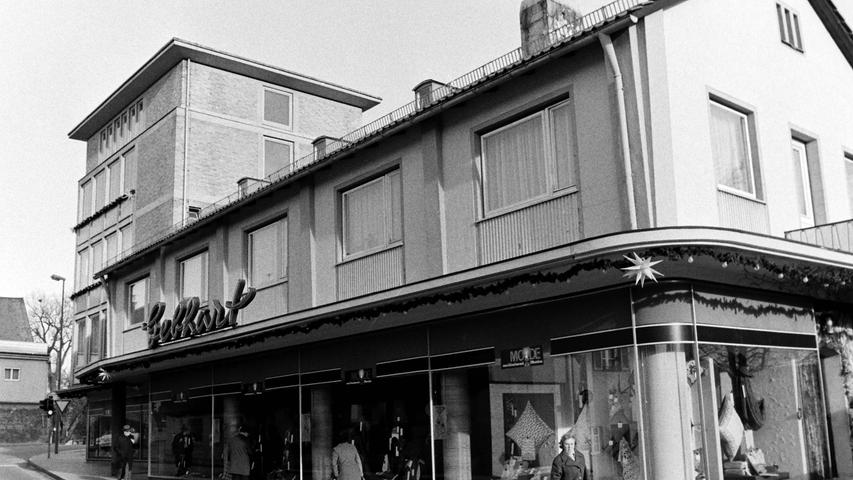 Der einst aus dem Sudetenland nach Pegnitz gekommene Willi Gebhart baute einst das erste Hochhaus in der Stadt. In seinem ehemaligen Textilgeschäft ist heute