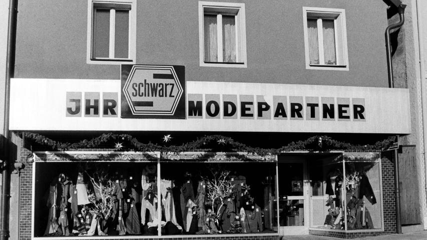 Mode Schwarz zählte früher zu den führenden Bekleidungshäusern in Pegnitz. Inzwischenwurde es für immer geschlossen.