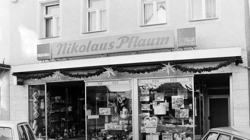 Im einstigen Spielwarenladen von Nikolaus Pflaum am Marktplatz befindet sich heute ein Blumengeschäft.