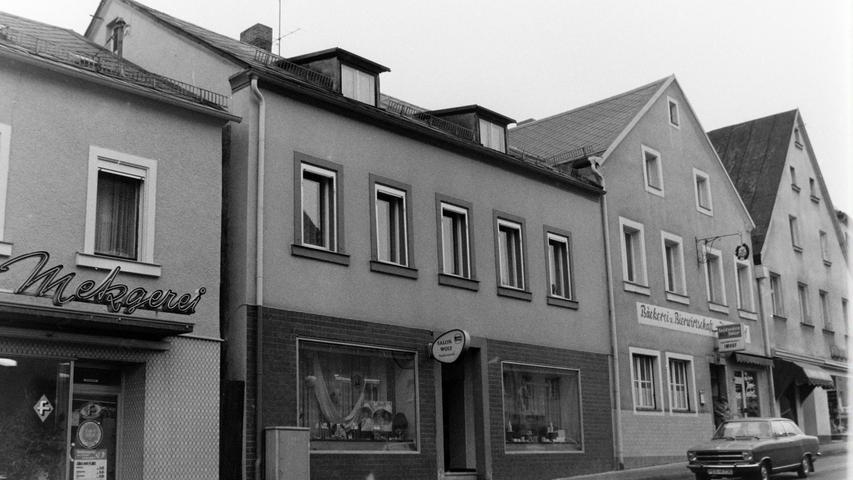 Neben dem Gasthaus Imhof (Gerbers-Beck) befanden sich früher der Friseur-Salon Wolf und die Metzgerei Moik.