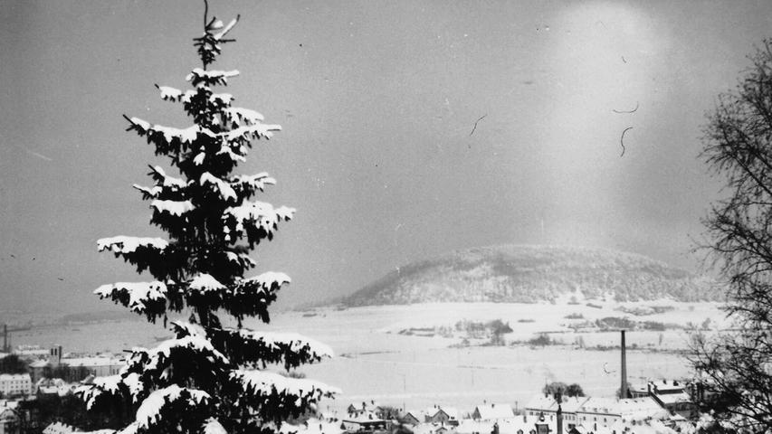 Eher aus der Mitte des 20. Jahrhunderts: Auf diesem Fotos Bild, das vom Perlachberg aufgenommen wurde, ist links bereits die 1933/34 gebaute Marienkirche zu erkennen.