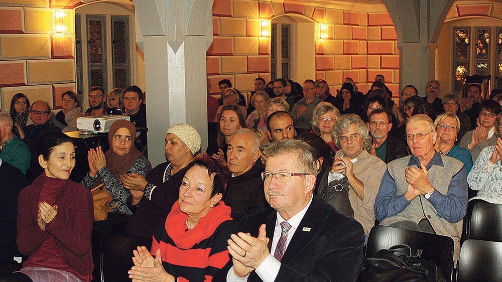 """Man darf die """"Neue Rechte"""" nicht länger unterschätzen, sagte Publizistin Liane Bednarz, bei einem Vortrag im Söller des Gotischen Rathauses in Weißenburg, zu dem der Runde Tisch Weißenburg eingeladen hatte."""