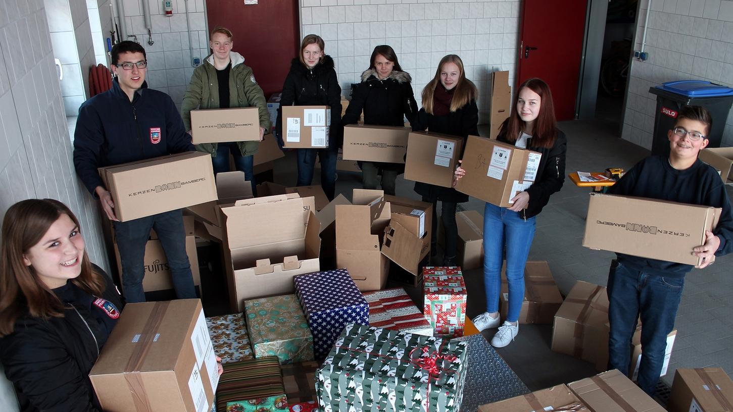 Die Mädchen und Jungen der Jugendfeuerwehr Kirchehrenbach haben für arme Familien in Osteuropa gesammelt.