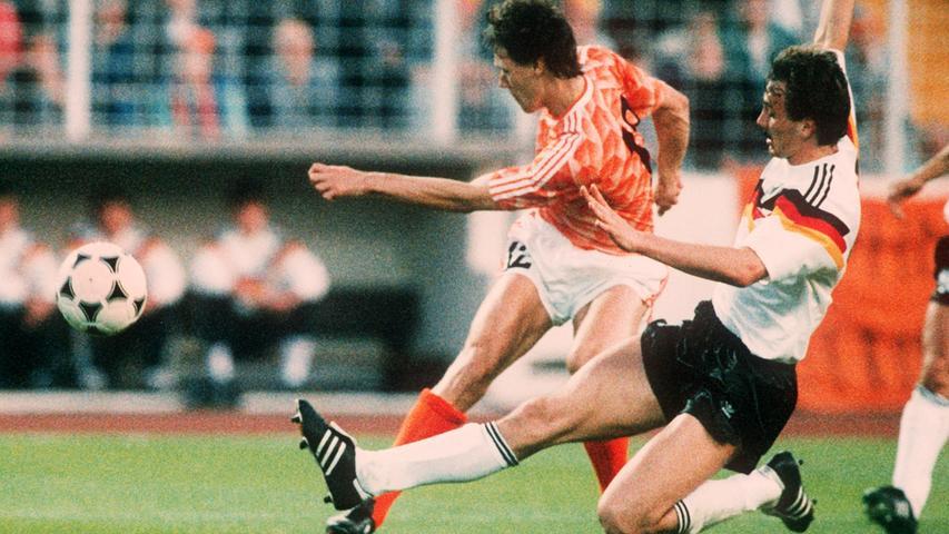 Für seine technischen Fähigkeiten war Jürgen Kohler weniger bekannt, dafür für seinen kompromisslosen, aber meist regelkonformen Einsatz in der Abwehr.In Dortmund wurde er vom reinen Manndecker zu einem strategischen Verteidiger und dannschnell als