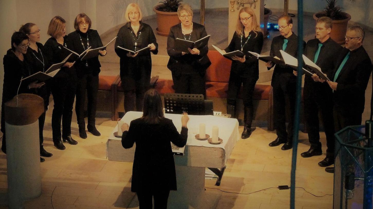 """Das Vokalensemble Voicegarden sang in Weisendorf englische Weihnachtslieder wie """"Angel's Carol"""", aber auch deutsche Werke wie """"O Heiland, reiß die Himmel auf""""."""