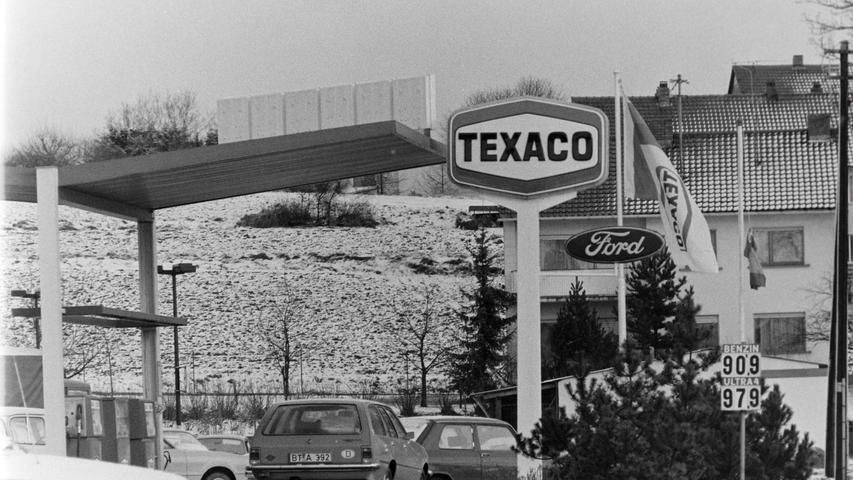 Die einstige Texaco-Tankstelle am Autohaus Kotzbauer unmittelbar an der B2.