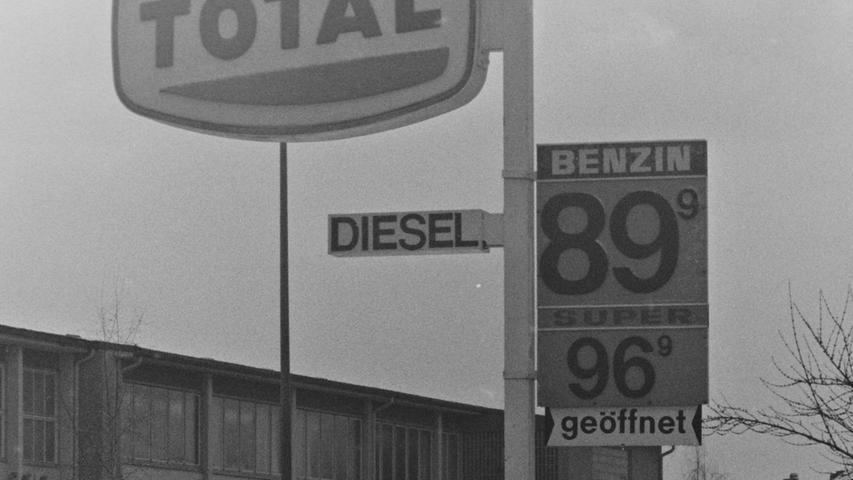 Wo heute der aldi-Markt beheimatet ist, betrieb die Firma Küfner einst eine Autowerkstatt und eine Total-Tankstelle.