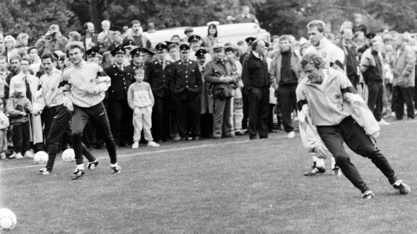 Es war der sportliche Höhepunkt in der Geschichte der Stadt Pegnitz: Vor 25 Jahren, im Oktober 1991, absolvierte die Fußball-Nationalmannschaft unter Bundestrainer Berti Vogts ein fünftägiges Trainingslager im Pflaums Posthotel. Foto: NN-Archiv