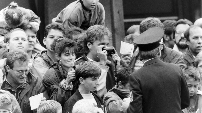 Das öffentliche Training lockte 5000 Zuschauer auf den Gymnasium-Sportplatz. Foto: NN-Archiv