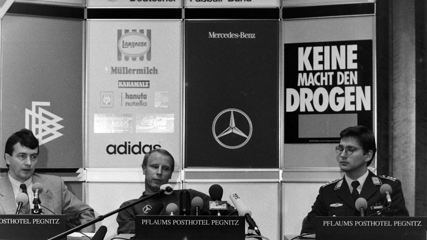 Bundestrainer Berti Vogts bei der Pressekonferenz im PPP. Foto: NN-Archiv