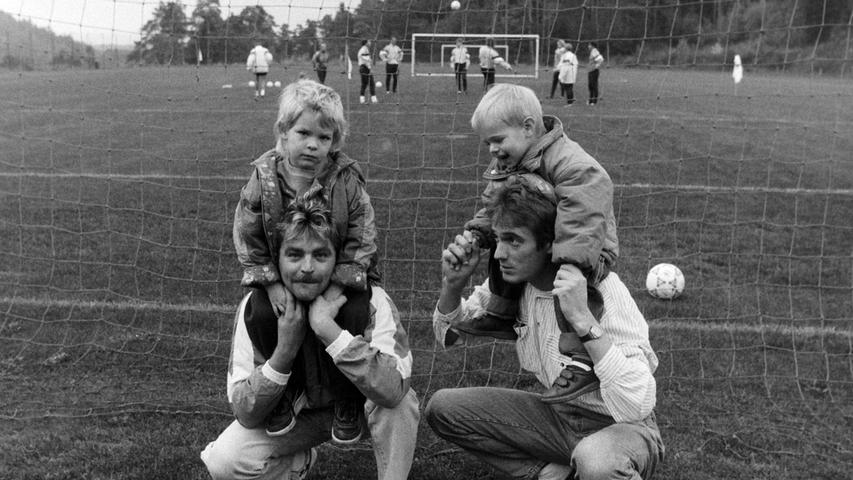 Fans des SC Kühlenfels am Spielfeldrand. Foto: NN-Archiv
