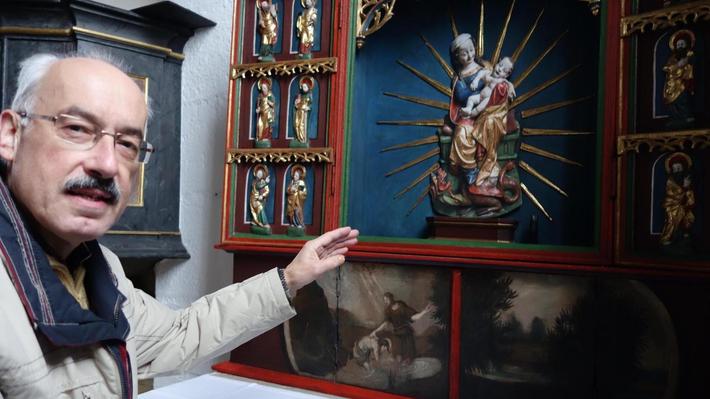 Mit einem Foto von ihrer Madonna müssen sich derzeit Pfarrer Markus Broska und die Gottesdienstbesucher in der Puschendorfer Sankt-Wolfgangs-Kirche trösten.