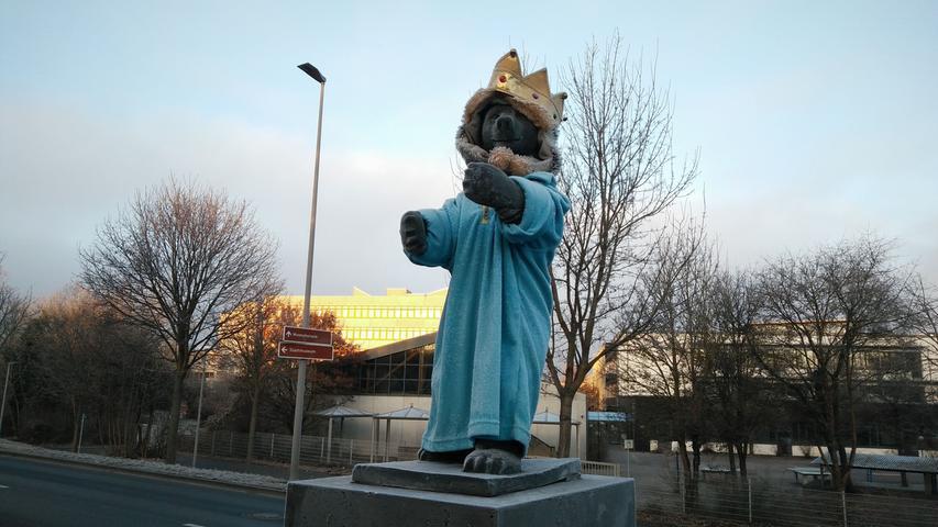 Das ist die Krönung: Der Drei-Königs-Bär am Kurt-Romstöck-Ring.