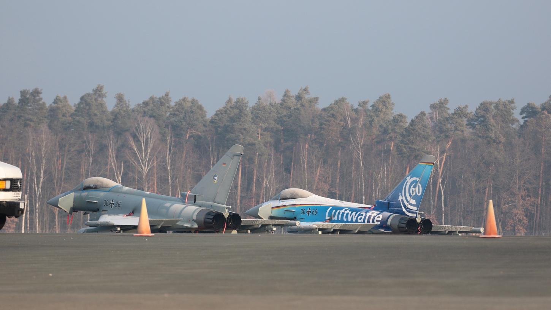 Diese beiden Eurofighter landeten in der Nacht auf Samstag in Nürnberg.