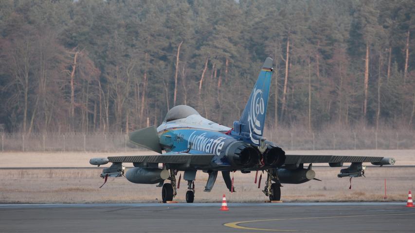 Kampfmaschinen am Airport: Eurofighter in Nürnberg geparkt