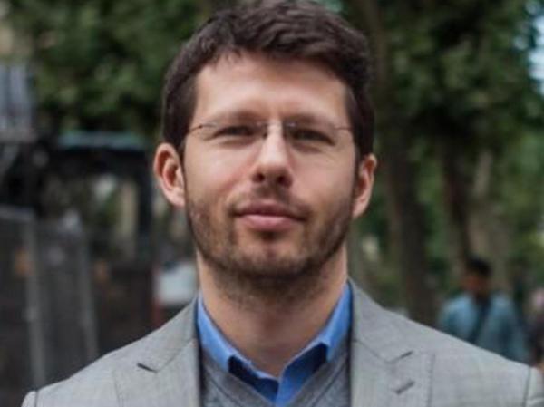 Mischa Gabowitsch, Zeithistoriker und Soziologe, geboren 1977 in Moskau, ist wissenschaftlicher Mitarbeiter am Einstein-Forum in Potsdam. Zu seinen Forschungsschwerpunkten zählen unter anderem soziale Bewegungen und Protest in Russland.