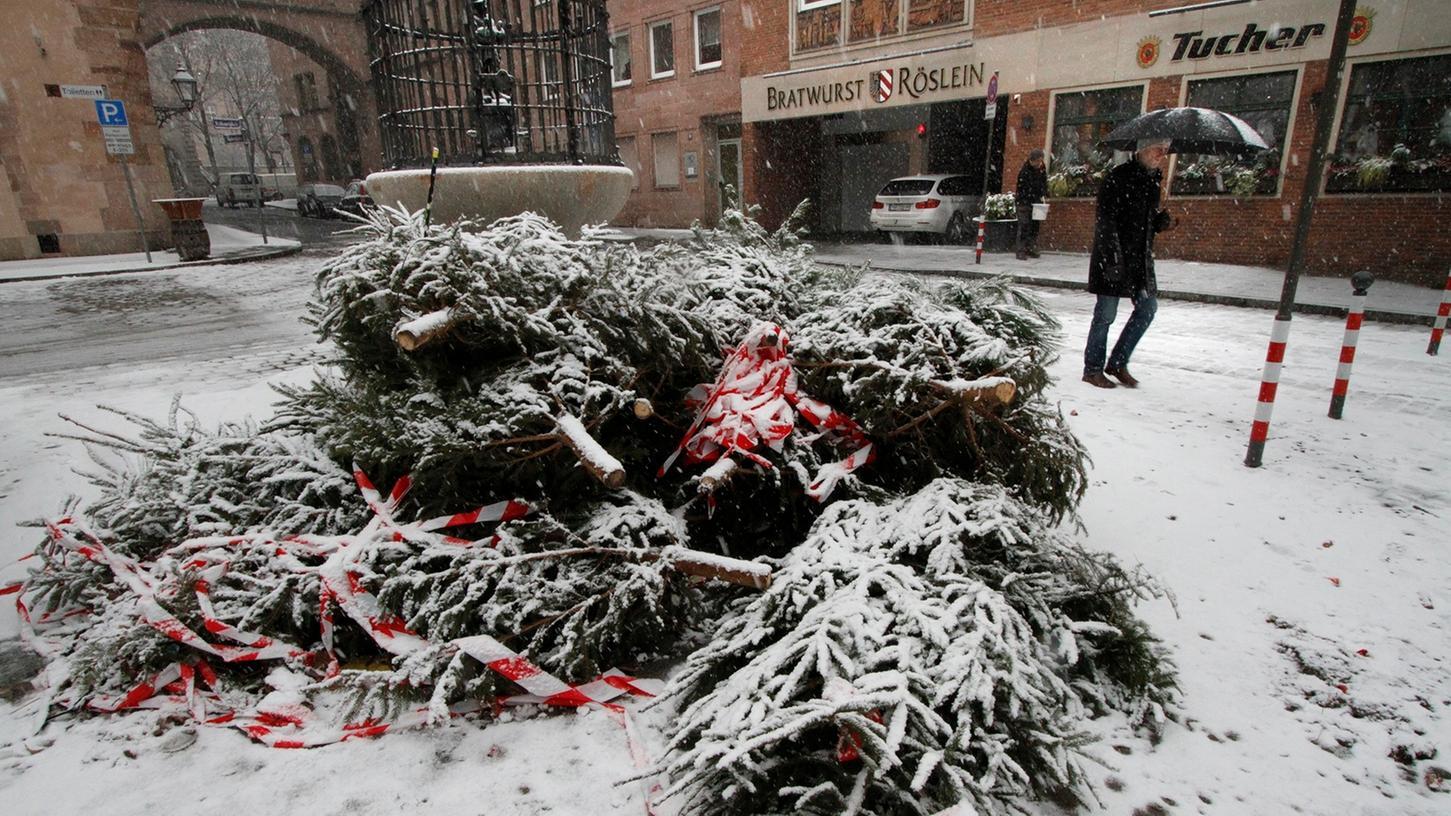 Der Abfallwirtschaftsbetrieb der Stadt Nürnberg (ASN) sorgt auch heuer wieder vom 9. bis 20. Januar für die Abholung der Christbäume.