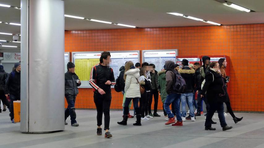 Seit dem 1. Januar greift das Alkoholverbot am Hauptbahnhof. Mit Erfolg? Ladenbetreiber in der Königstorpassage registrieren mehr Polizei, weniger Trinker und Obdachlose. Aber bleibt es dabei? Ein nächtlicher Ausflug in Nürnbergs Problemzone.