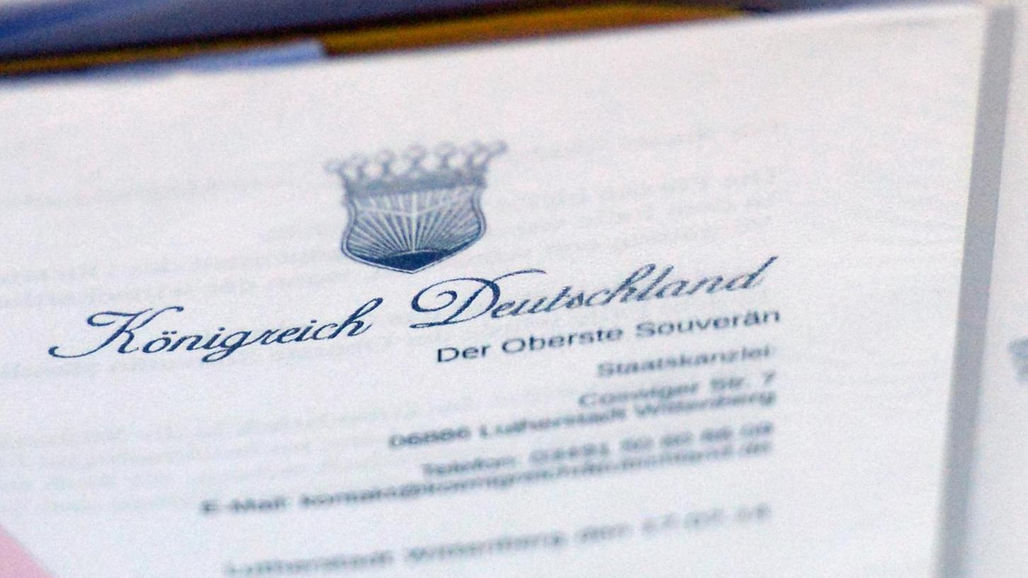 """""""Königreich Deutschland"""", """"Staatenbund Deutscher Völker"""" oder """"Verfassunggebende Versammlung"""" heißen die Organisationen von """"Reichsbürgern"""". Ein Fürther hat in der Szene einen besonders bemerkenswerten Werdegang hingelegt."""