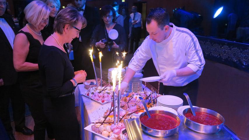 Rund 360 Besucher feierten in der Nacht zum Sonntag eine rauschende Ballnacht in der Stadthalle von Gunzenhausen. Zu den Klängen des