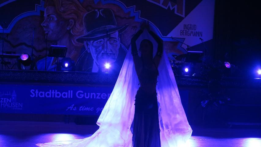 Für Abwechslungen sorgten eine orientalische Tanzshow und Feuerperformance.