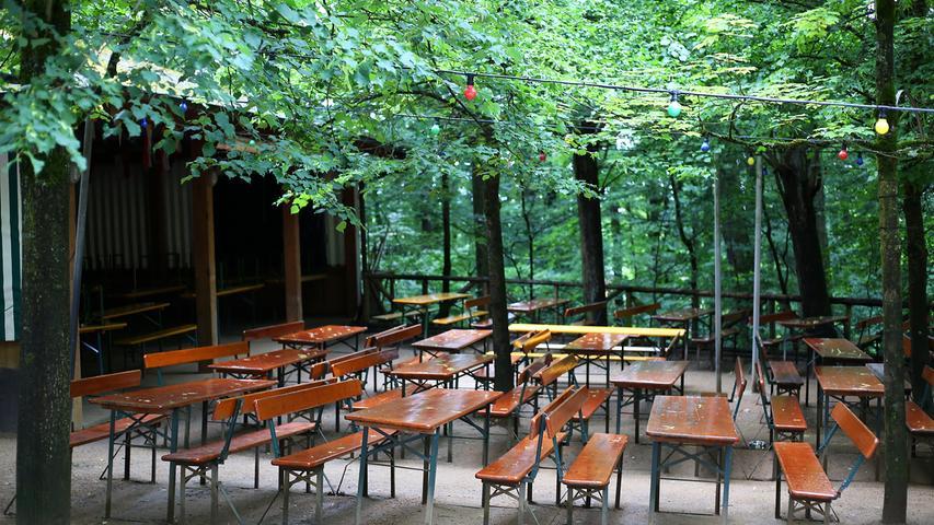30.000 Sitzplätze gibt es im Kellerwald. So viele wie sonst nirgends? Die Stadt Forchheim bemüht sich um einen Eintrag als größten Bierkeller der Welt im Guinness Buch der Rekorde.