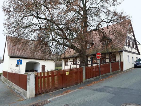 Ressort: Herzogenaurach..Foto: Edgar Pfrogner..Motiv: Samson-Ortsportrait Niederndorf, Rundgang mit Renate Frötsch..Datum: 21.12.16