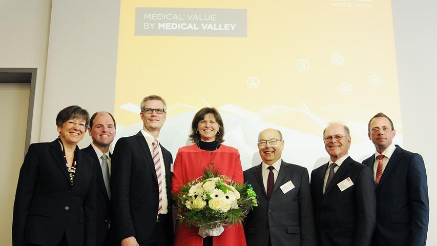 Am 9. Januar 2017 ist das Medical-Valley-Zentrum offiziell eingeweiht worden. Hier sollen Gründer und wachstumsstarke Firmen aus dem Bereich Medizintechnik und Gesundheitswirtschaft wohlfühlen, wachsen und gedeihen. Das Medical Valley EMN unterstützt sie dabei. Nach fünf Jahren sollen die Ideen so weit entwickelt sein, dass die Firmen ausziehen können.
