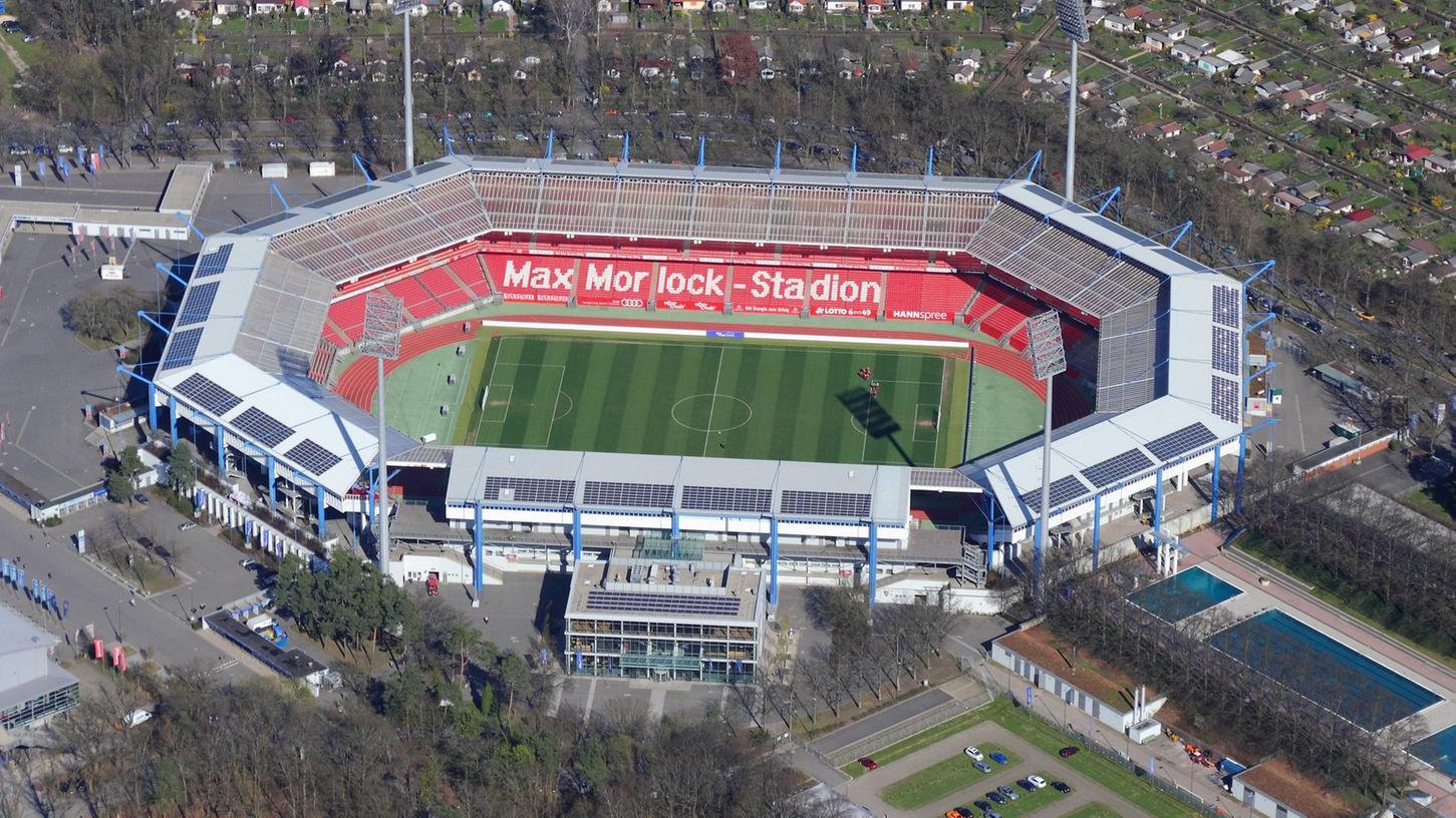 Hoch hinaus wollen die Konnektonauten. Jetzt wollen die Highline-Sportler durch das Max-Morlock-Stadion in Nürnberg balancieren.