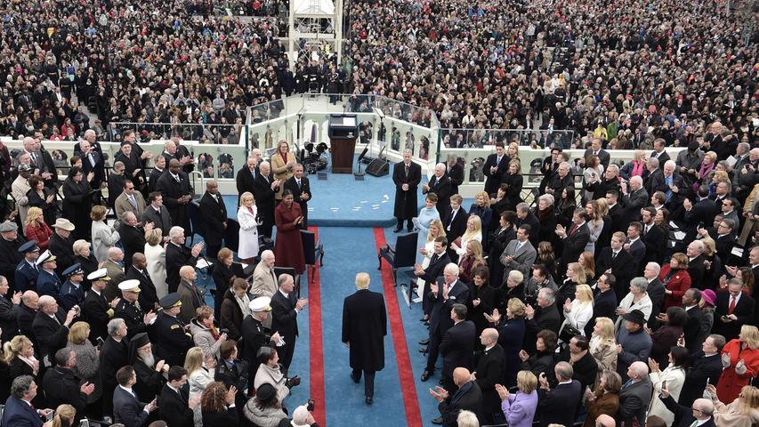 Die Entscheidung am Wahltag zieht in den USA keinen sofortigen Machtwechsel nach sich - der neu gewählte Präsident nimmt erst im Januar 2021 die Amtsgeschäfte auf. Bis dahin wird ein abgewählter, sich aber noch im Amt befindlicher Präsident als