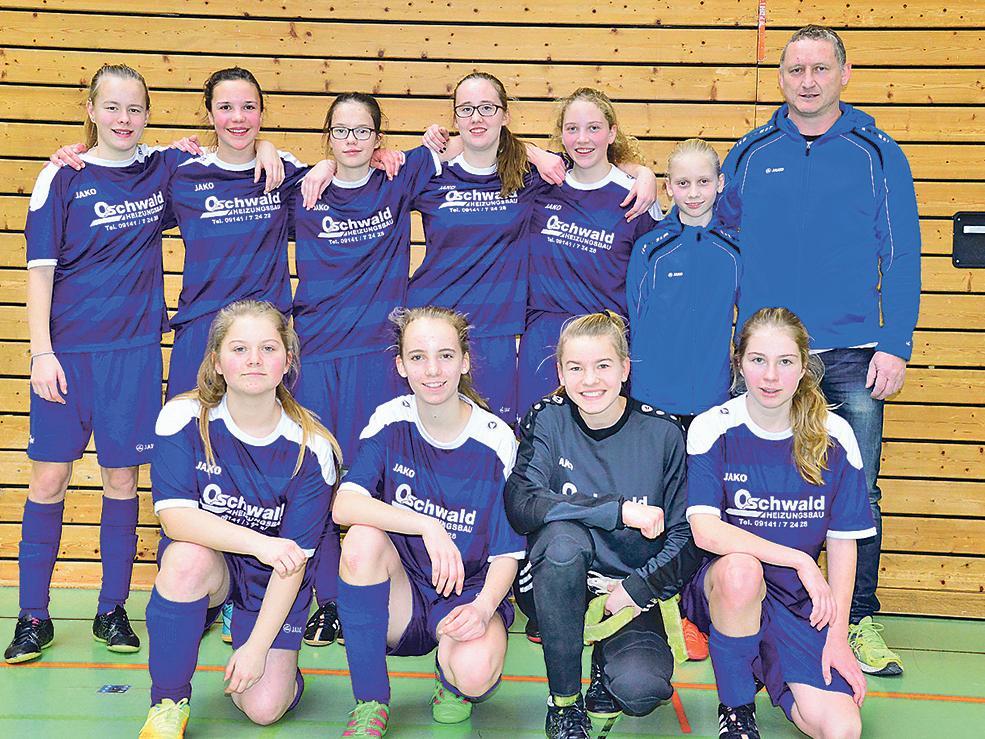 Hatten großen Grund zur Freude: Die U15-Fußballerinnen der SG Fiegenstall waren beim Kreisfinale um den Hallencup in Weißenburg die Überraschungsmannschaft.