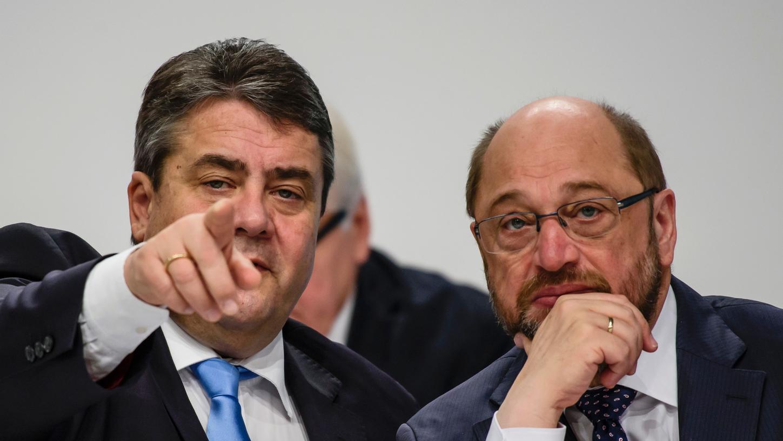 Der Noch-Parteivorsitzende Sigmar Gabriel (links) wird seine SPD nicht mehr lange führen - sein Nachfolger Martin Schulz wird gleichzeitig auch Kanzlerkandidat.