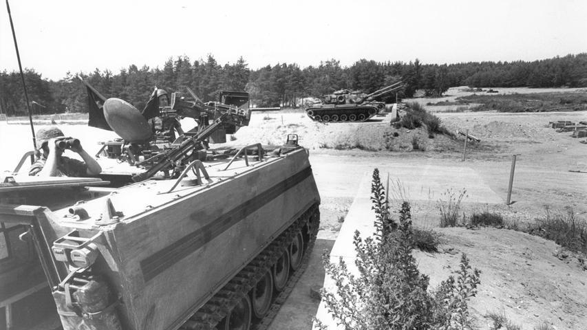 Wo früher die US-Streitkräfte für den Krieg trainierten, leben heute Urwildpferde: im Tennenloher Forst. Noch heute zeugen Betonrampen und planierte Straßen von der Zeit bis 1994, als die Army aus Erlangen wegzog.