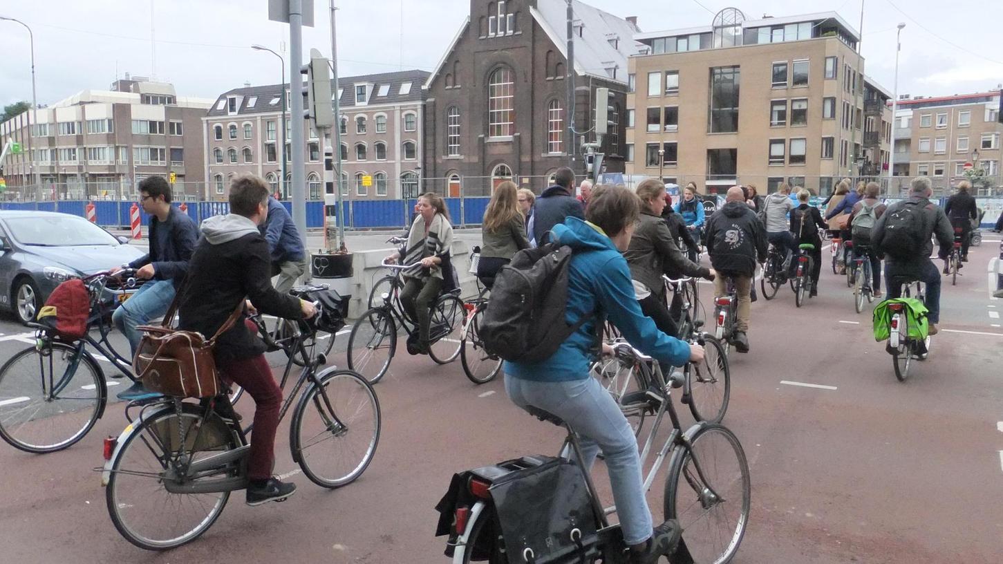 Die Infrastruktur für Radler in den Niederlanden - hier in Utrecht - ist viel besser ausgebaut als bei uns.