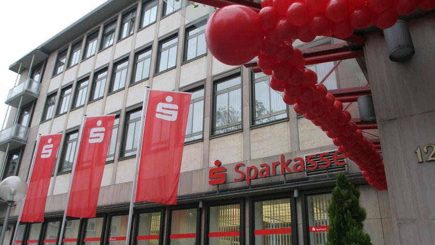 Die Sparkasse Nürnberg ist die drittgrößte Sparkasse Bayerns. Sie wird gemeinsam getragen von der Stadt Nürnberg, dem Landkreis Nürnberger Land, den Städten Lauf, Hersbruck und Röthenbach sowie der Marktgemeinde Schnaittach. An über 100 Standorten wird eine Bilanzsumme von über 10 Milliarden Euro verwaltet.