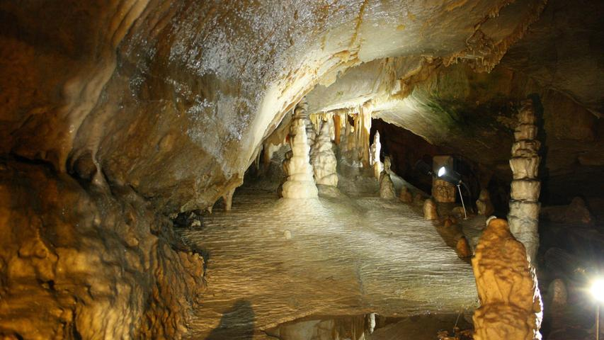 """Die Binghöhle in Streitberg begeistert mit ihren tollen Tropfsteinen nicht nur Kinder. Die Beleuchtung der Höhle und ihre """"Skulpturen"""" faszinieren jeden. Sie gilt als eine der modernsten Schauhöhlen Deutschlands. Ab dem 1. April ist die Binghöhle wieder geöffnet und man kann sich durch die unterirdische Welt führen lassen."""
