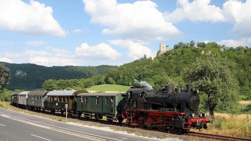 Ab Mittwoch, 1. Mai, fährt die Dampfbahn wieder jeden Sonn- und Feiertag von Ebermannstadt nach Behringersmühle und zurück. Man erlebt die Eisenbahngeschichte nicht nur durch einen normalen Museumsbesuch, sondern sitzt mittendrin.