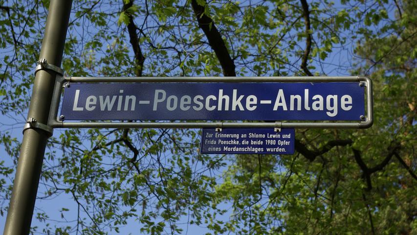 Im Dezember 1980 wurden in Erlangen der Verleger und Rabbiner Shlomo Lewin und seine Lebensgefährtin Frida Poeschke in der Ebrardstraße erschossen. Der Mörder Uwe Behrendt gehörte vermutlich der rechtsextremen