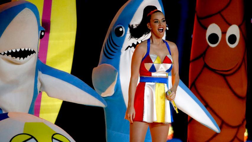 Sie mag es bunt, schrill und auffällig: Katy Perry war auch schon während des Super Bowls ein Hingucker im Fernsehen. Im Auto macht sie auch keine schlechte Figur: Da wird ihr Song