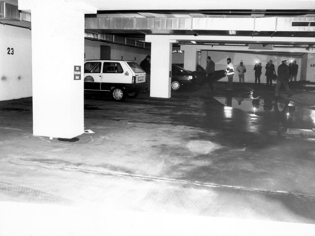 FOTO: Stümpel MOTIV: Tatort Tiefgarage: In dieser Tiefgarage in Erlangen wurde eine 27jährige Arzthelferin von einem bislang Unbekannten mit mehreren Messerstichen tödlich verletzt...Foto: Hilde Stümpel..Susanne Mally wurde am 5.3.1999 ermordet - gesp. 1999