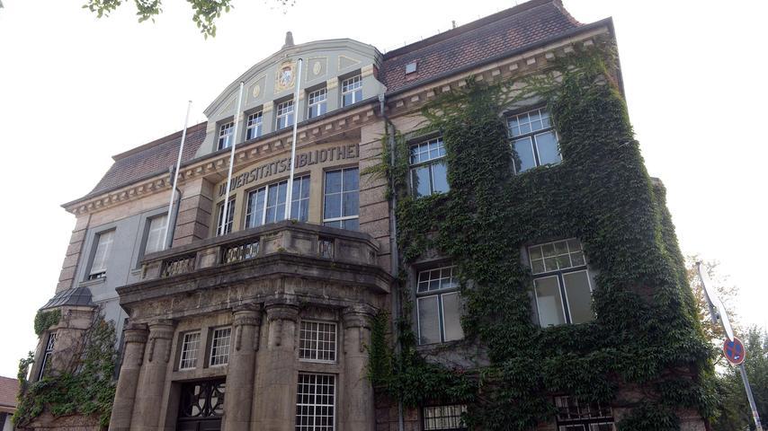 Ein Jahr nach dem Bau der Universitätsbibliothek bricht der Erste Weltkrieg 1914 aus. Im Kollegiengebäude und im Schloss entstehen Lazarette. Weil viele Studenten in den Krieg ziehen – weil sie einberufen werden oder sich freiwillig gemeldet haben –, sinkt die Zahl der Kommilitonen.