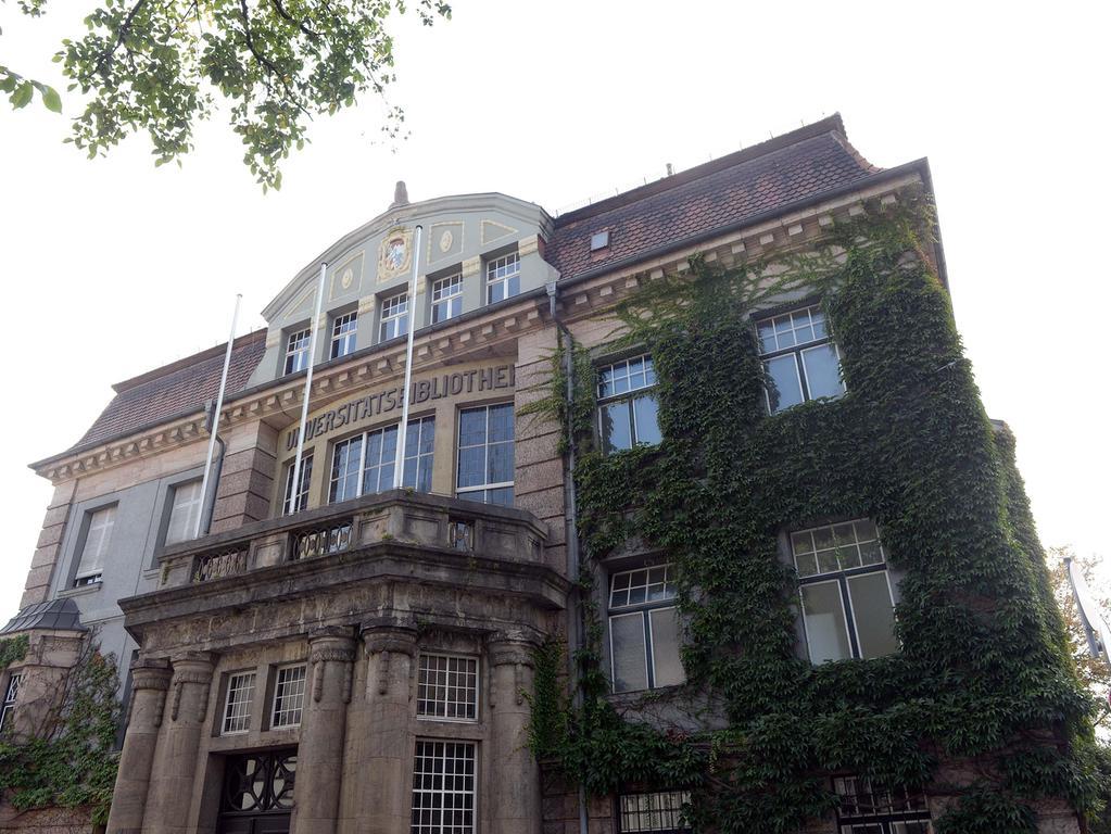 Die alte Universitätsbibliothek wurde 1910 bis 1913 im Jugendstil in Erlangen gebaut.