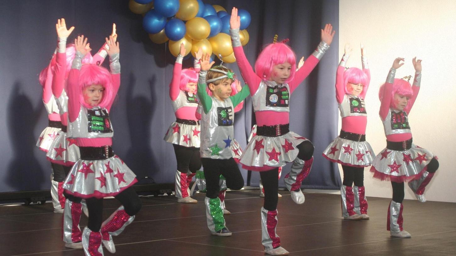Die Gredinger Gredonia hatte zum Familiennachmittag eingeladen. Auf der Bühne standen dann auch die Bambinis, die sich bei ihrem Tanz in Roboter verwandelten.