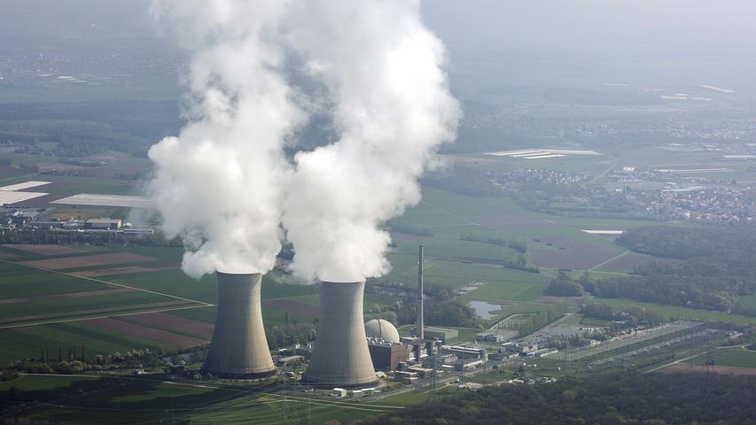 Am 28. Juni 2015 stieg zum letzten Mal Wasserdampf aus den beiden Kühltürmen des Kernkraftwerks Grafenrheinfeld bei Schweinfurt. Die Anlage wurde stillgelegt.