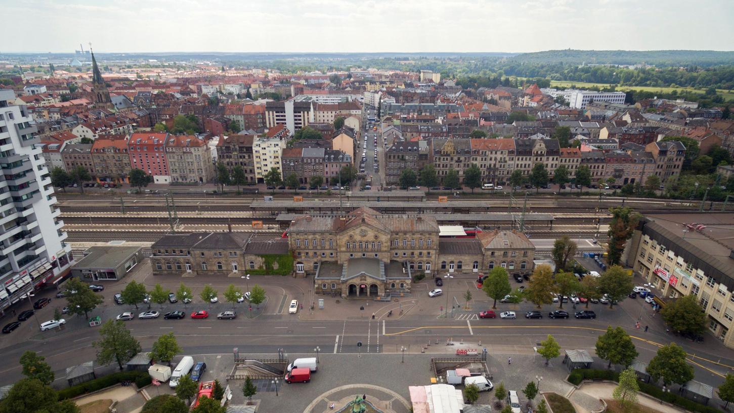 Das Bahnhofsgebäude ist längst keine Visitenkarte mehr - weite Teile des Bahnhofsgebäudes stehen leer.