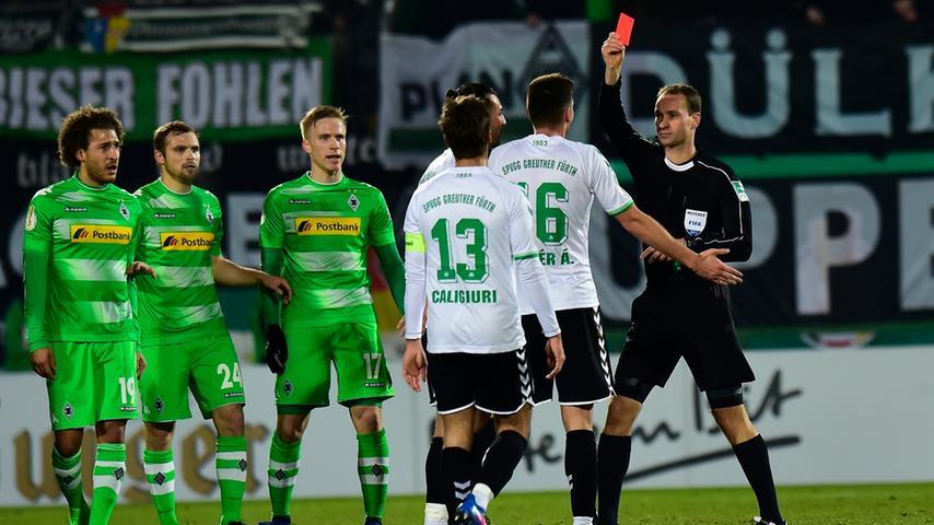 ... und als kurz darauf Adam Pinter völlig zu Recht nach einem hässlichen Tritt gegen Christoph Kramer von Referee Bastian Dankert zum Duschen geschickt wurde, war ein Spiel...