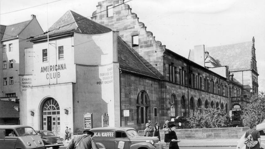 So sah der Eingang zur Altstadt früher aus: Das Künstlerhaus in der Königstraße, vermutlich Anfang der 1950er-Jahre. Links im Bild: Ein
